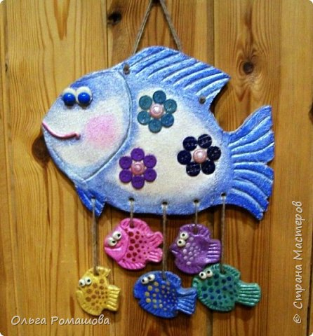 Зародилась и появилась моя рыбка давно. Всё не доходили руки показать её вам. Добрая рыба-Няня вывела на прогулку маленьких рыбьят.