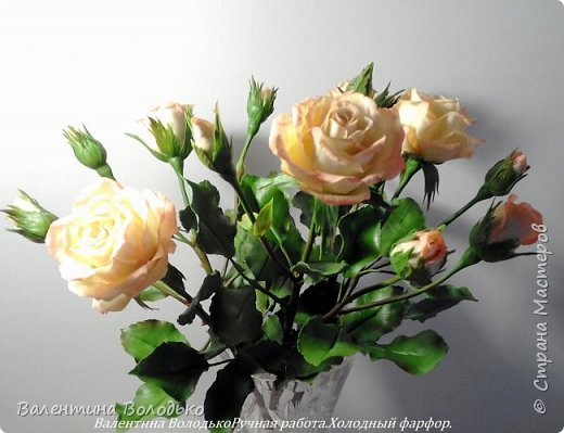 Добрый вечер мастера и мастерицы!!!!Вот такой букет роз слепила для себя любимой,а то сапожник без сапог,в доме не осталось ни одной розы. фото 1