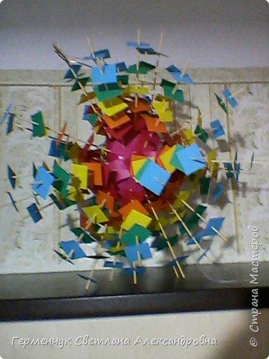 Такой подвеской - мандалой      можно украсить помещение  для праздника  .На фото  видны колокольчики   внизу подвески  ( фото № 6, 8)   фото 1