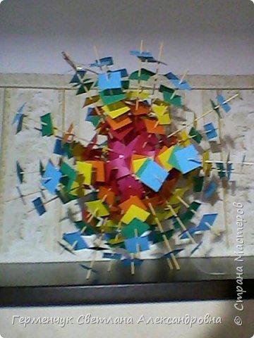 Такой подвеской - мандалой      можно украсить помещение  для праздника  .На фото  видны колокольчики   внизу подвески  ( фото № 6, 8)   фото 14