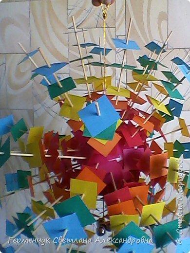 Такой подвеской - мандалой      можно украсить помещение  для праздника  .На фото  видны колокольчики   внизу подвески  ( фото № 6, 8)   фото 8