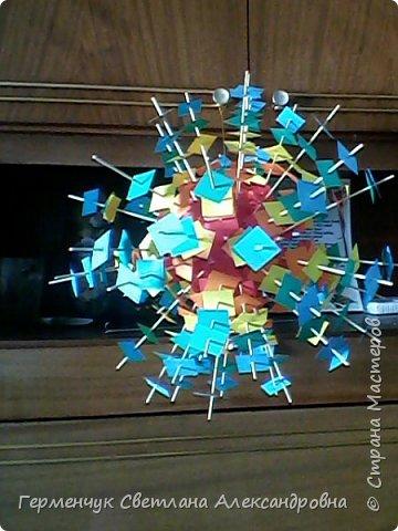 Такой подвеской - мандалой      можно украсить помещение  для праздника  .На фото  видны колокольчики   внизу подвески  ( фото № 6, 8)   фото 10