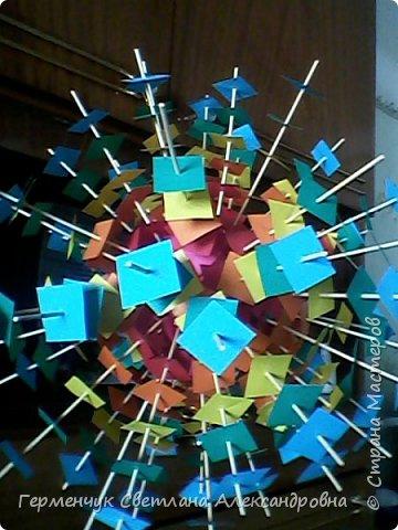 Такой подвеской - мандалой      можно украсить помещение  для праздника  .На фото  видны колокольчики   внизу подвески  ( фото № 6, 8)   фото 12