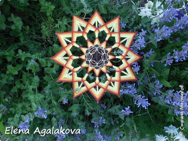 Лето продолжается а с ним творчество! Подсолнух - Этот солнечный цветок – главный символ оптимизма, веселья и благополучия. Я очень его люблю! Вот такая мандала, заряжающая положительной энергией сплелась вчера. фото 4