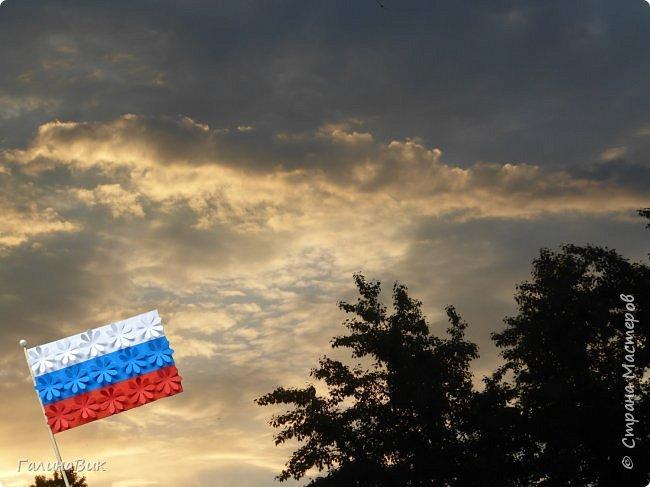 Встречай, Россия, яркие рассветы И провожай такие же закаты! А жители твоих просторов Пусть слышат лишь салюта мирные раскаты!  Эти строки у меня родились, глядя на это фото. фото 1
