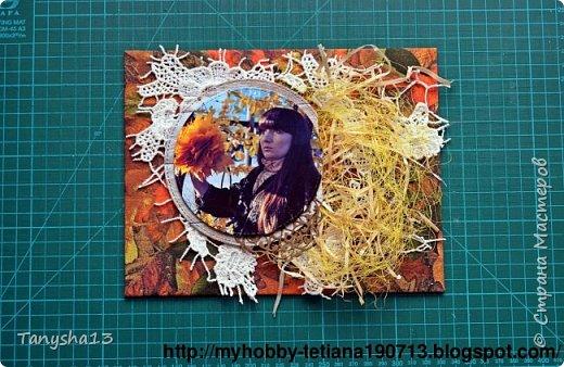 """Всем привет!!! Сегодня еще хочу показать Вам небольшой МК как я делала свое тканевое панно по Доске вдохновения июня  """"Я Женщина!"""" для блога Скрап Релакс.Панно я сделала  в моем любимом ЭКО стиле,и с одной из любимых фотографий,вернее о памятных моментах того прекрасного октябрьского дня.Погода стояла волшебная,желтые листья лежали ковром,и мы с семьей решили выйти на маленькую фотосессию.На этой фотографии глядя в даль,я задумалась о прекрасном,о новых начинаниях и приключениях которые ждут меня впереди )))).      Размер панно 18 см * 21 см,в работе использовала переплетный картон,синтепон,ткань,вырубку,высечки,шишки,стеклянный камушек,чипборд,сизаль,кружево,цветочки,акриловая краска. Вот такое панно у меня получилось: фото 10"""