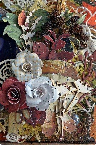 """Всем привет!!! Сегодня еще хочу показать Вам небольшой МК как я делала свое тканевое панно по Доске вдохновения июня  """"Я Женщина!"""" для блога Скрап Релакс.Панно я сделала  в моем любимом ЭКО стиле,и с одной из любимых фотографий,вернее о памятных моментах того прекрасного октябрьского дня.Погода стояла волшебная,желтые листья лежали ковром,и мы с семьей решили выйти на маленькую фотосессию.На этой фотографии глядя в даль,я задумалась о прекрасном,о новых начинаниях и приключениях которые ждут меня впереди )))).      Размер панно 18 см * 21 см,в работе использовала переплетный картон,синтепон,ткань,вырубку,высечки,шишки,стеклянный камушек,чипборд,сизаль,кружево,цветочки,акриловая краска. Вот такое панно у меня получилось: фото 37"""