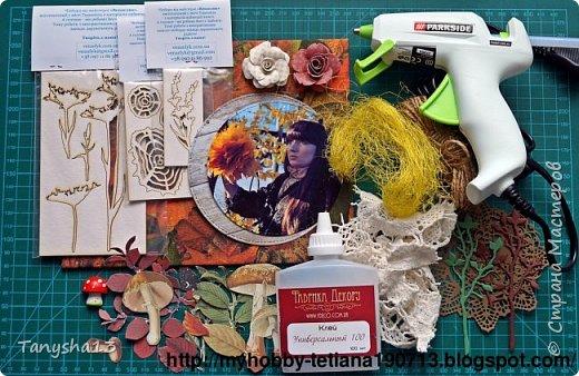 """Всем привет!!! Сегодня еще хочу показать Вам небольшой МК как я делала свое тканевое панно по Доске вдохновения июня  """"Я Женщина!"""" для блога Скрап Релакс.Панно я сделала  в моем любимом ЭКО стиле,и с одной из любимых фотографий,вернее о памятных моментах того прекрасного октябрьского дня.Погода стояла волшебная,желтые листья лежали ковром,и мы с семьей решили выйти на маленькую фотосессию.На этой фотографии глядя в даль,я задумалась о прекрасном,о новых начинаниях и приключениях которые ждут меня впереди )))).      Размер панно 18 см * 21 см,в работе использовала переплетный картон,синтепон,ткань,вырубку,высечки,шишки,стеклянный камушек,чипборд,сизаль,кружево,цветочки,акриловая краска. Вот такое панно у меня получилось: фото 7"""