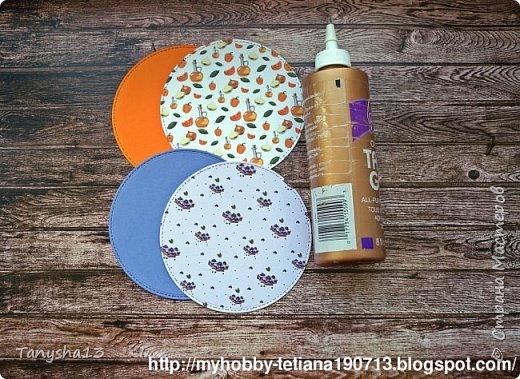 """Всем привет!!! А я снова вернулась ))).Сегодня покажу Вам """"Мини-МК Магнитов"""" на холодильник,который я сделала для нашего бложика Art Land. Вот такие круглые магнитики я сделала (можно их делать любой формы,прямоугольные,квадратики,звездочки,сердечки ....), размер их 12 см (в диаметре). В работе использовала нашу бумагу из новой коллекции """"Мои вкусняшки"""", а также фишки и высечки. фото 3"""