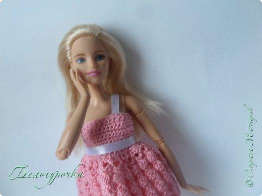 Появилась у меня(уже давно, кстати) милая куколка из серии йог - ну не могла же я пройти мимо! Назвалась она ни больше ни меньше Софьей Новицкой и попросила(да что там - приказала!) срочно сшить ей наряд, а лучше нарядЫ. Я не смогла отказать и сваяла это розовое одеяние. Получилась такая вот розовая мармеладочка:) фото 1