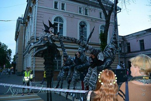 Я уже рассказывала( http://stranamasterov.ru/node/1002476 ),что в начале июня в Воронеже состоялся Платоновский фестиваль,и в рамках фестиваля по главной улице города прошёл парад уличных театров. В этом году впервые парад был после заката. фото 2