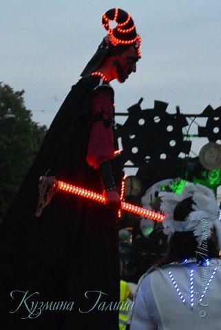 Я уже рассказывала( http://stranamasterov.ru/node/1002476 ),что в начале июня в Воронеже состоялся Платоновский фестиваль,и в рамках фестиваля по главной улице города прошёл парад уличных театров. В этом году впервые парад был после заката. фото 14