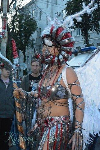 Я уже рассказывала( http://stranamasterov.ru/node/1002476 ),что в начале июня в Воронеже состоялся Платоновский фестиваль,и в рамках фестиваля по главной улице города прошёл парад уличных театров. В этом году впервые парад был после заката. фото 15