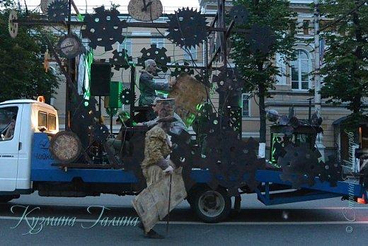 Я уже рассказывала( http://stranamasterov.ru/node/1002476 ),что в начале июня в Воронеже состоялся Платоновский фестиваль,и в рамках фестиваля по главной улице города прошёл парад уличных театров. В этом году впервые парад был после заката. фото 21
