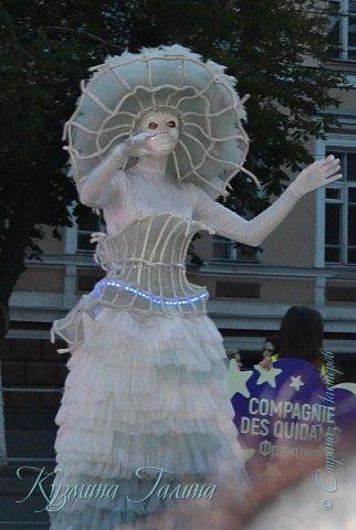 Я уже рассказывала( http://stranamasterov.ru/node/1002476 ),что в начале июня в Воронеже состоялся Платоновский фестиваль,и в рамках фестиваля по главной улице города прошёл парад уличных театров. В этом году впервые парад был после заката. фото 18
