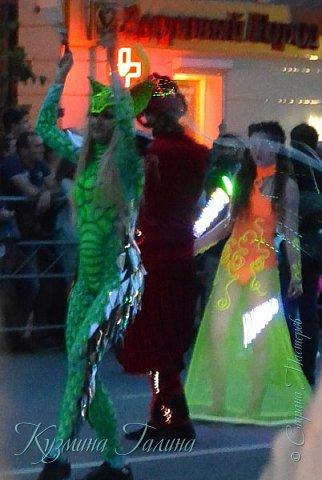 Я уже рассказывала( http://stranamasterov.ru/node/1002476 ),что в начале июня в Воронеже состоялся Платоновский фестиваль,и в рамках фестиваля по главной улице города прошёл парад уличных театров. В этом году впервые парад был после заката. фото 12