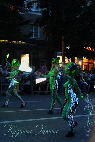 Я уже рассказывала( http://stranamasterov.ru/node/1002476 ),что в начале июня в Воронеже состоялся Платоновский фестиваль,и в рамках фестиваля по главной улице города прошёл парад уличных театров. В этом году впервые парад был после заката. фото 13