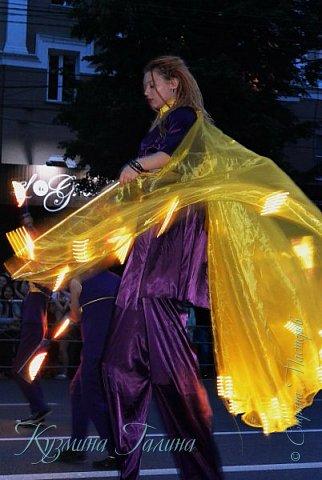 Я уже рассказывала( http://stranamasterov.ru/node/1002476 ),что в начале июня в Воронеже состоялся Платоновский фестиваль,и в рамках фестиваля по главной улице города прошёл парад уличных театров. В этом году впервые парад был после заката. фото 3
