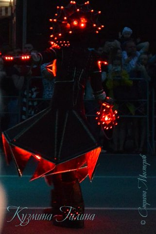 Я уже рассказывала( http://stranamasterov.ru/node/1002476 ),что в начале июня в Воронеже состоялся Платоновский фестиваль,и в рамках фестиваля по главной улице города прошёл парад уличных театров. В этом году впервые парад был после заката. фото 20