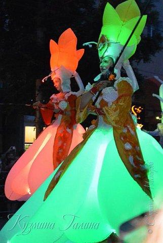 Я уже рассказывала( http://stranamasterov.ru/node/1002476 ),что в начале июня в Воронеже состоялся Платоновский фестиваль,и в рамках фестиваля по главной улице города прошёл парад уличных театров. В этом году впервые парад был после заката. фото 1