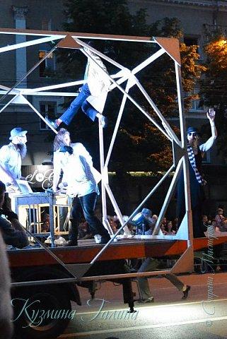 Я уже рассказывала( http://stranamasterov.ru/node/1002476 ),что в начале июня в Воронеже состоялся Платоновский фестиваль,и в рамках фестиваля по главной улице города прошёл парад уличных театров. В этом году впервые парад был после заката. фото 27