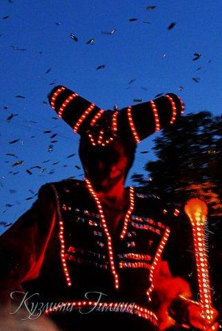 Я уже рассказывала( http://stranamasterov.ru/node/1002476 ),что в начале июня в Воронеже состоялся Платоновский фестиваль,и в рамках фестиваля по главной улице города прошёл парад уличных театров. В этом году впервые парад был после заката. фото 24