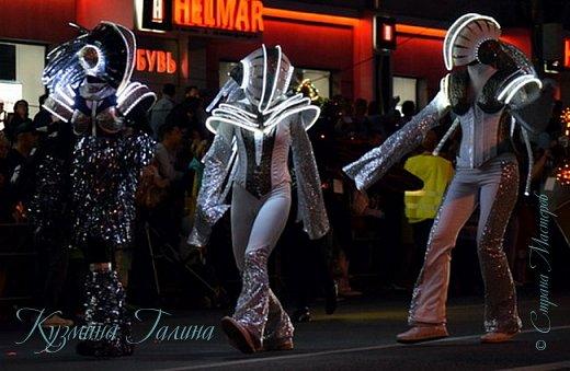 Я уже рассказывала( http://stranamasterov.ru/node/1002476 ),что в начале июня в Воронеже состоялся Платоновский фестиваль,и в рамках фестиваля по главной улице города прошёл парад уличных театров. В этом году впервые парад был после заката. фото 11