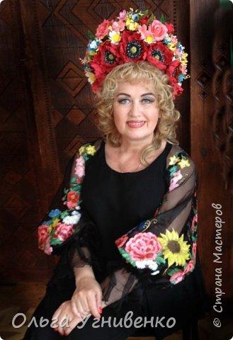 """Приветствую Вас, уважаемый гость! Всем, кто любит песню! На Всеукраинском конкурсе песни """"Рідна мати моя"""" я исполнила свою авторскую песню """"Червоне тепло""""."""