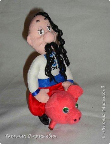 А этот козак- вегетарианец,поэтому его свинка не трансформировала в колбасу  и с удовольствием  катает своего хозяина :-)   фото 2