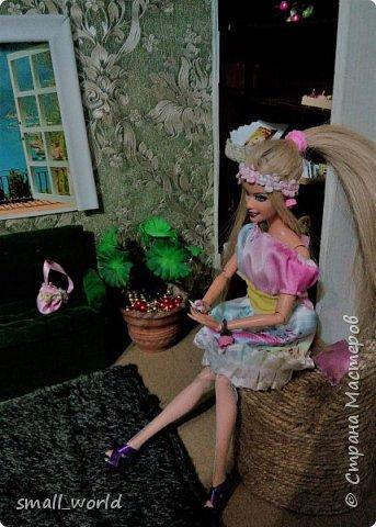 Всем приветик!Мы решили поучаствовать в конкурсе Мисс Июнь. ( http://stranamasterov.ru/node/1099857?tid=675 ) И так ... Ирис ей 27 лет она выращивает цветы, и в свободное время рисует.  фото 7