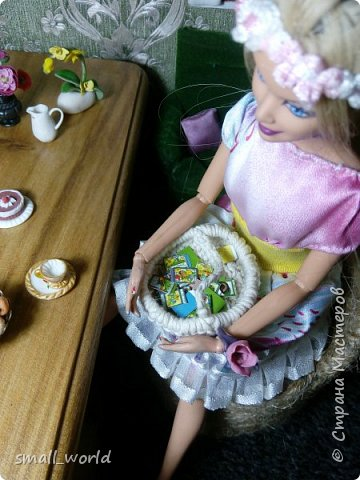 Всем приветик!Мы решили поучаствовать в конкурсе Мисс Июнь. ( http://stranamasterov.ru/node/1099857?tid=675 ) И так ... Ирис ей 27 лет она выращивает цветы, и в свободное время рисует.  фото 8
