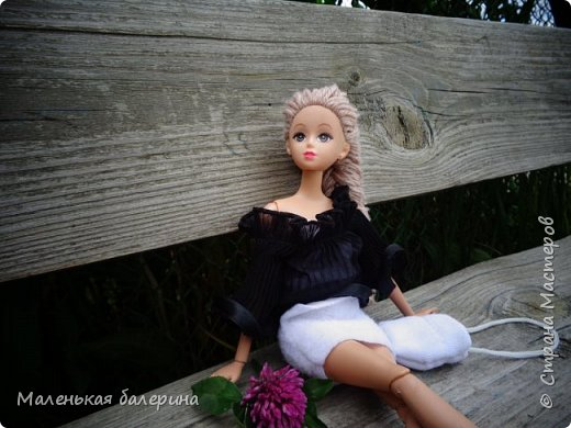 """И всем привет,сегодня я выставляю работу на конкурс """"Мисс Июнь"""" Биография куклы:Меня зовут Настя , мне 17 лет ,занимаюсь я рисованием , учусь в институте,люблю гулять по парку.                           А сейчас фотосессия   фото 7"""
