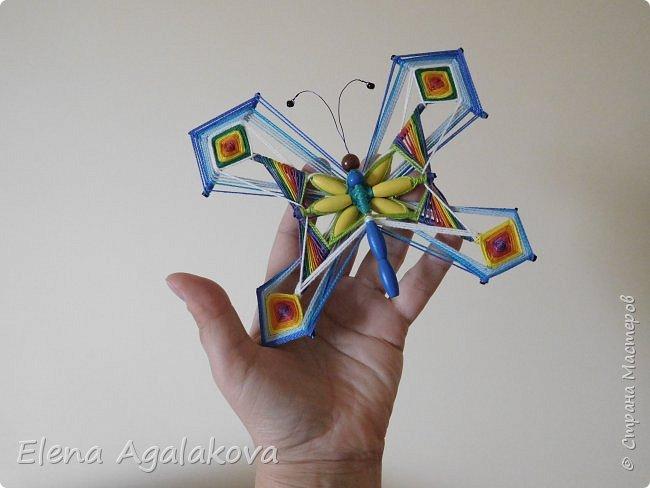 Потянуло меня наплести мандал бабочек. Бабочка — символ души, бессмертия, возрождения и воскресения, способности к превращениям, к трансформации, символ жизни, любви и счастья. Бабочки очень гранциозные создания! А как чудесно они смотрятся рядом с цветами! фото 5