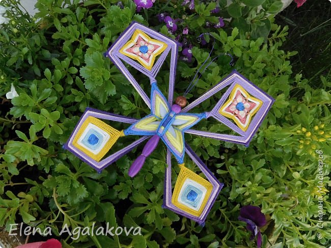 Потянуло меня наплести мандал бабочек. Бабочка — символ души, бессмертия, возрождения и воскресения, способности к превращениям, к трансформации, символ жизни, любви и счастья. Бабочки очень гранциозные создания! А как чудесно они смотрятся рядом с цветами! фото 3