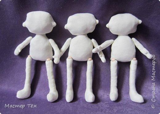 Я часто делаю просто заготовки для кукол, т.к. не всегда их образ подходит для моей работы. К примеру этих парней я сделал аж 4х, один остался у меня и стал Грином, прочие нашли приют у других. фото 1
