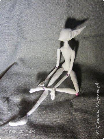 Я часто делаю просто заготовки для кукол, т.к. не всегда их образ подходит для моей работы. К примеру этих парней я сделал аж 4х, один остался у меня и стал Грином, прочие нашли приют у других. фото 26