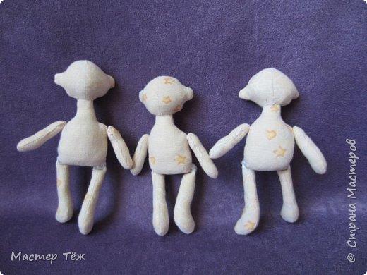 Я часто делаю просто заготовки для кукол, т.к. не всегда их образ подходит для моей работы. К примеру этих парней я сделал аж 4х, один остался у меня и стал Грином, прочие нашли приют у других. фото 9