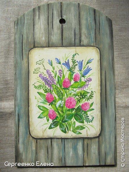 Добрый день или вечер, соседи по Стране! Давно не выставляла работы на свою страничку. Сегодня решила показать.  первая работа - ключница. Кирпичная стена - шпаклёвка, гуашь. Кашпо - капрон, бусины, краска акрил. Букетик - искусственные цветы. фото 7