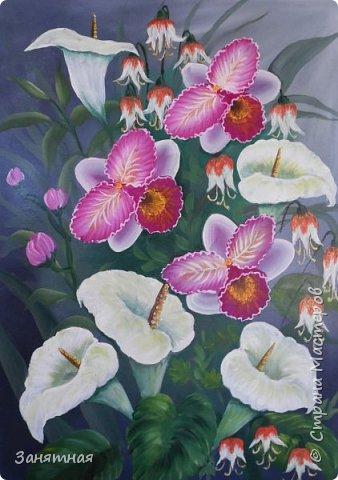 Приветик всем, давненько что-то я ничего не показывала что у меня сотворилось. Вот попыталась изобразить орхидеи с каллами, не знаю насколько похожи орхидеи, но каллы вроде похожи. Муж говорит что мои орхидеи больше похожи на бабочек. Размер 40 на 60см, очень понравилось рисовать цветы на большом формате. фото 1
