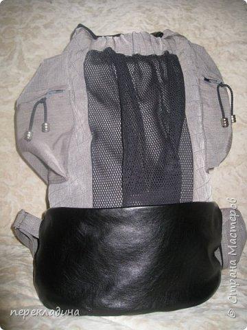 Легкий универсальный рюкзак, выполненный из двух видов ткани: хлопок и иск.кожа. Удобные боковые карманы на молнии и карман из сетки с лицевой стороны делают его очень удобным. Вы легко найдёте место для ключей, сотового телефона и пр.мелочей. Рюкзак на подкладе. Внутри одно большое отделение с одним маленьким кармашком. фото 1