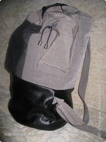 Легкий универсальный рюкзак, выполненный из двух видов ткани: хлопок и иск.кожа. Удобные боковые карманы на молнии и карман из сетки с лицевой стороны делают его очень удобным. Вы легко найдёте место для ключей, сотового телефона и пр.мелочей. Рюкзак на подкладе. Внутри одно большое отделение с одним маленьким кармашком. фото 2