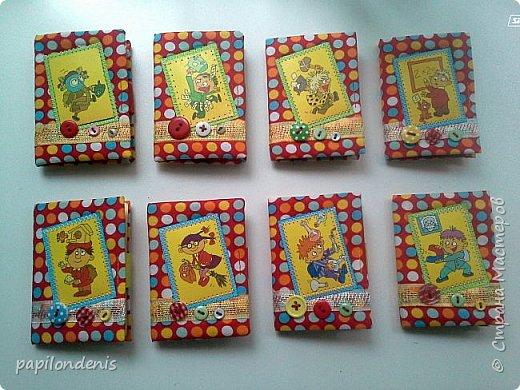 """Здравствуйте. Давно хотела сделать карманную игру """"крестики-нолики"""". Спасибо Оксане, что организовала совместник по АТСкам. В качестве первого этапа у меня получились вот такие книжечки-игрушки.  Сделала их аж 12 штук. Семь обменяю в совместнике, одну оставлю себе, остальные раздарю знакомым детишкам. Ну что, ать-два? :-) фото 29"""