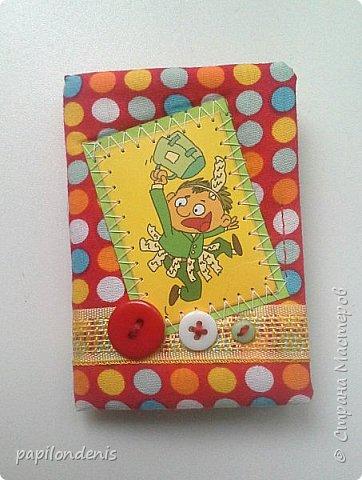 """Здравствуйте. Давно хотела сделать карманную игру """"крестики-нолики"""". Спасибо Оксане, что организовала совместник по АТСкам. В качестве первого этапа у меня получились вот такие книжечки-игрушки.  Сделала их аж 12 штук. Семь обменяю в совместнике, одну оставлю себе, остальные раздарю знакомым детишкам. Ну что, ать-два? :-) фото 5"""