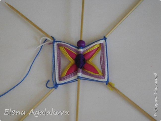Хочу показать плетение Мандалы-Бабочки. Это достаточно простое плетение, которое несложно освоить.  Бабочка — символ души, бессмертия, возрождения и воскресения, способности к превращениям, к трансформации, символ жизни, любви и счастья. Бабочки очень гранциозные создания! Эта мандала украсит ваш дом и будет радовать вас в любое время года! фото 19