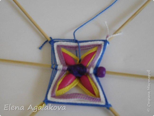 Хочу показать плетение Мандалы-Бабочки. Это достаточно простое плетение, которое несложно освоить.  Бабочка — символ души, бессмертия, возрождения и воскресения, способности к превращениям, к трансформации, символ жизни, любви и счастья. Бабочки очень гранциозные создания! Эта мандала украсит ваш дом и будет радовать вас в любое время года! фото 22