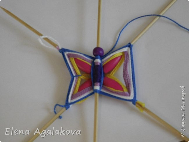 Хочу показать плетение Мандалы-Бабочки. Это достаточно простое плетение, которое несложно освоить.  Бабочка — символ души, бессмертия, возрождения и воскресения, способности к превращениям, к трансформации, символ жизни, любви и счастья. Бабочки очень гранциозные создания! Эта мандала украсит ваш дом и будет радовать вас в любое время года! фото 25