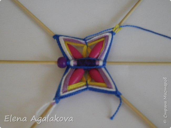 Хочу показать плетение Мандалы-Бабочки. Это достаточно простое плетение, которое несложно освоить.  Бабочка — символ души, бессмертия, возрождения и воскресения, способности к превращениям, к трансформации, символ жизни, любви и счастья. Бабочки очень гранциозные создания! Эта мандала украсит ваш дом и будет радовать вас в любое время года! фото 26