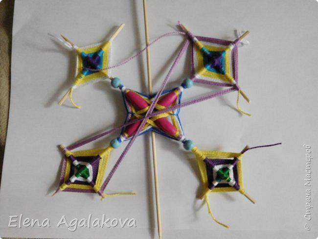 Хочу показать плетение Мандалы-Бабочки. Это достаточно простое плетение, которое несложно освоить.  Бабочка — символ души, бессмертия, возрождения и воскресения, способности к превращениям, к трансформации, символ жизни, любви и счастья. Бабочки очень гранциозные создания! Эта мандала украсит ваш дом и будет радовать вас в любое время года! фото 42