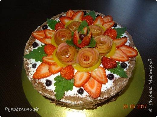 Всем добрый вечер жители СМ. Хочу поделиться с вами новым муссовым тортиком. Муссовые торты мои любимые, экспериментирую разные, вот нашла новый. Делюсь с вами. Сейчас начинается сезон ягод и фруктов, поэтому будет как раз кстати. Думаю со вкусом можно экспериментировать и приготовить не только черную смородину, а например вишню или клубнику. Хотя с черной смородиной оченьььь вкуснооооо. Фото очень много, вы не пугайтесь, готовится он очень быстро, просто фотографировала весь процесс приготовления, чтоб было понятно.  фото 28