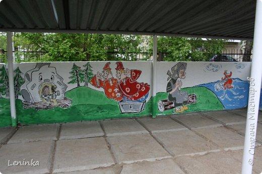 Вот наступило лето и я опять ремонтирую очередные веранды в детском саду.  Очень люблю наши советские мультики. Вот что у меня получилось. Картинки я срисовывала.Краски акриловые в конце работы все покрыла лаком. Строго не судите я не художник. фото 13